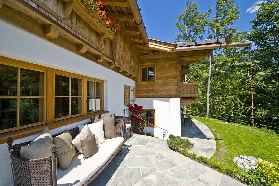 Landhaus mit blick auf kitzb hel for Innenarchitektur 80er
